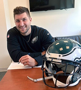 Tebow Siging his 1 year deal with the Eagles